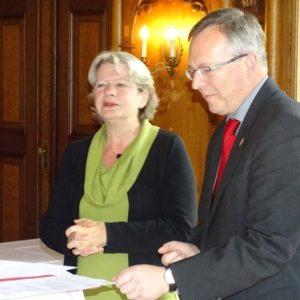 Staatssekretärin Dr. Beatrix Tappeser und LLH-Direktor Andreas Sandhäger im Gespräch