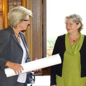 LQW-Gutachterin Marina Scheffler-Niehoff und Staatssekretärin Dr. Beatrix Tappeser
