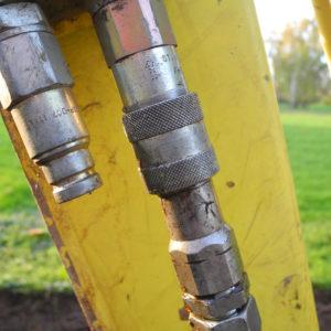 Beim Einsatz von Maschinen in umweltsensiblen Bereichen empfiehlt sich die Verwendung schnell biologisch abbaubarer Hydrauliköle.