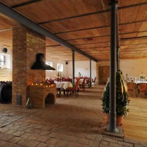 Beispiel einer gelungenen Umnutzung: Der umgebaute Kuhstall bietet ein besonderes Ambiente für jede Feier.