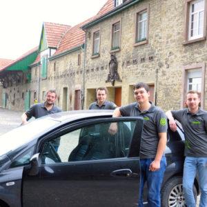 Foto: Heinz Georg Waldeyer; Zwei Jahre lang sind Benedikt, Tom, Peter und Christian (v. l.) von Warburg aus zur Fachschule nach Hessen gefahren.