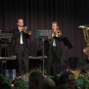 Stimmungsvoll gab Kassel Brass unter Leitung von Christian Primus der Veranstaltung einen festlichen Rahmen