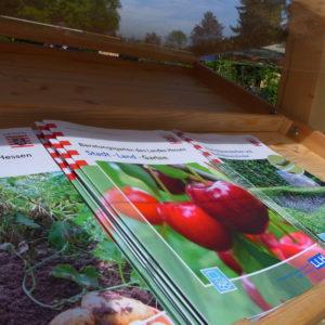 Zahlreiche Broschüren laden ein, das Interesse am Gärtnern zu Hause zu vertiefen. (Foto: Klaus Diehl, LLH)