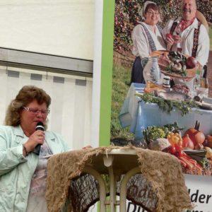Liane Heist, Vorsitzende der Odenwälder Direktvermarkter bei der Eröffnung der Veranstaltung
