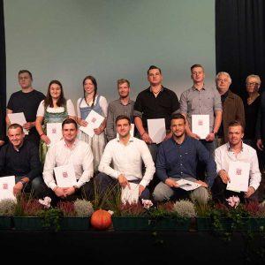Absolventen der Berufsschule Dieburg mit Herrn Arnold Beckers (Berufsschule Dieburg) sowie Ehrengästen