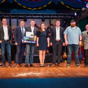 Sponsoren und Gewinner der Tombola (Quelle: Martin Engel)