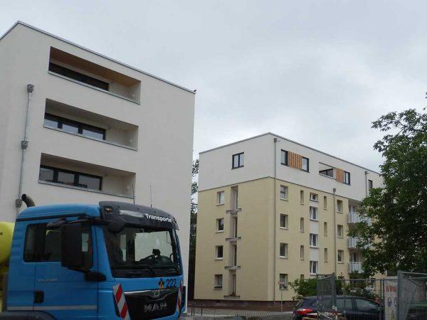 Holzbau in Frankfurt, Innenstadt im Bau, links: Neubau, rechts: Aufstockung