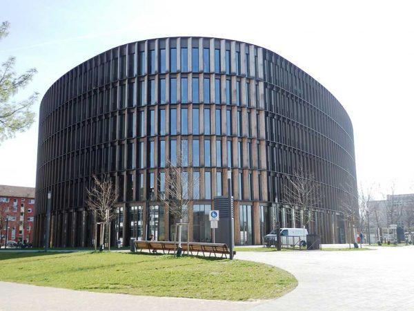 Rathaus im Stühlinger, moderner Holzbau in Freiburg i. B.