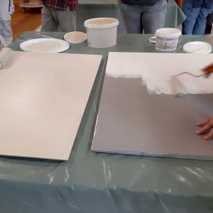 Gestalten mit Lehmfarben beim Praxisseminar