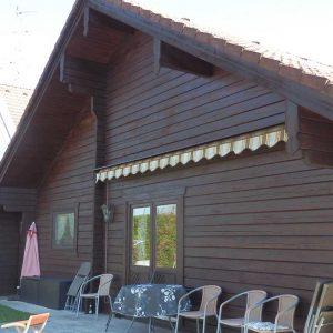 Holz-Blockbohlenhaus
