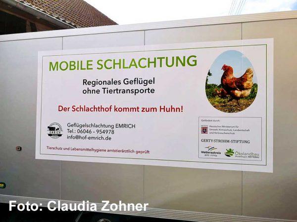 Erster mobiler Geflügel-Schlachtanhänger von Lisa und Marcel Emrich; Foto: Claudia Zohner