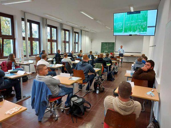 Corona-konformer Klassenraum in der landwirtschaftlichen Fachschule Alsfeld