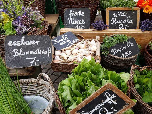 Marktstand mit Gemüse; Brigitte Wagner, Pixabay