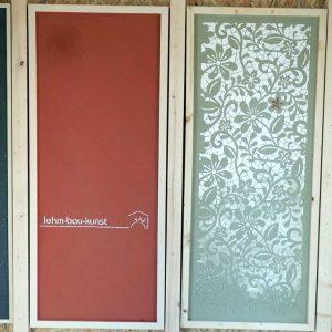 Die Deckputze können in vielen Farbtönen durchgefärbt oder mit verschiedensten Lehmfarben gestrichen werden: Beispiele der schmuckvollen Wandgestaltungsmöglichkeiten