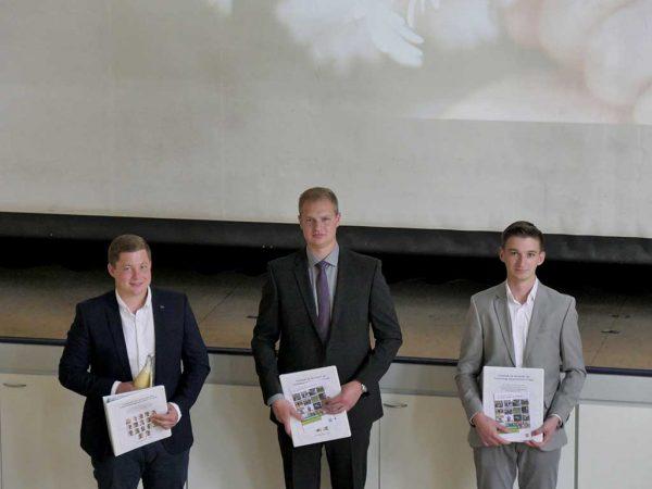Die Jahrgangsbesten Jonas Sänger, Johannes Vering und Julian Volze (v.l.n.r.)