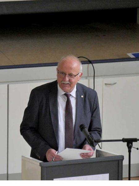 Schulleiter Dr. Lothar Koch betonte, wie wichtig ein gutes Zusammenspiel von Familie und landwirtschaftlichem Betrieb ist
