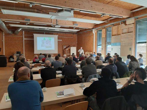 Das Winter-Seminar beim LLH-HeRo über Naturfaserdämmungen (hier vor Corona) ist unter den Handwerkern, Baustoffhändlern und Planern sehr gefragt