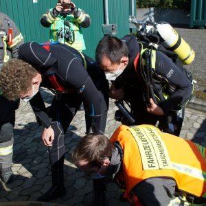 Taucher bei der Brandschutzübung