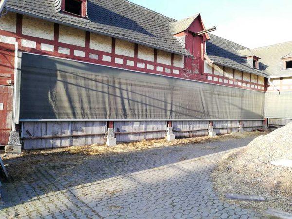 Sicherung eines Altgebäudes mit Windschutznetzen